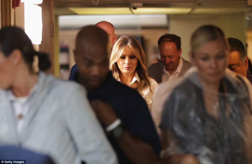 The Serious Side - part 6 - Page 10 4D7E905000000578-5871221-Sober_trip_Melania_said_she_was_in_Texas_to_thank_social_workers-a-114_1529628562676