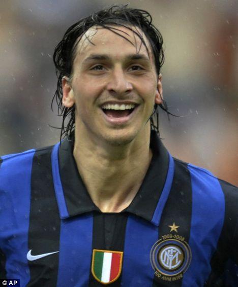 Inter de Milan, hilo oficial Article-0-014BB41600000578-459_468x566