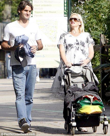 Roger(y familia) con Gwen Stefanie Article-1029318-01BC129800000578-495_468x579