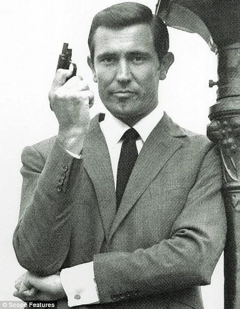 James Bond : livres et films Article-1048480-02633CB500000578-60_468x602