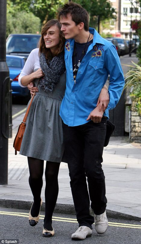 Celebrity couples - Page 2 Article-0-02A5F96900000578-365_468x810