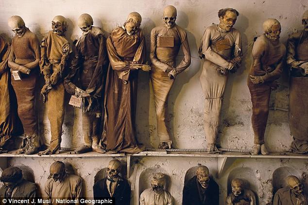 ماذا يفعل هؤلاء ...? يعلقون الموتى بمسامير على الحائط   Article-1131213-0338DDEC000005DC-374_634x423