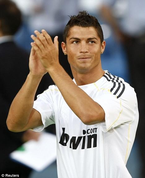 صور Cristiano Ronaldo فى الريال Article-1197772-059DA546000005DC-199_468x575