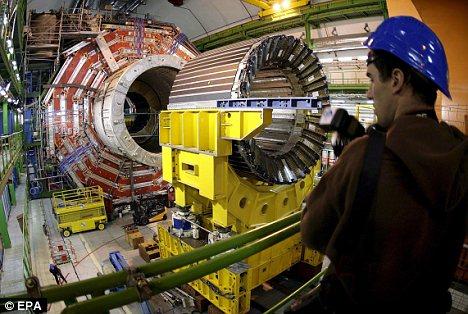 اخر اكتشافات الفيزياء الجسيميه يدعم نظرية الانفجار العظيم Article-1232303-0295AC3900000578-725_468x314