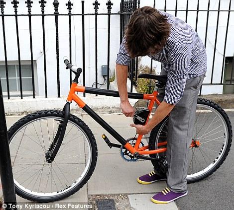 Vélo et autres véhicules à propulsion humaine - Page 2 Article-1292986-0A5AA9DD000005DC-459_470x423