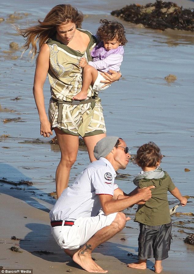 Дженнифер Лопес/Jennifer Lopez - Страница 4 Article-0-0A6F7A9E000005DC-443_634x897