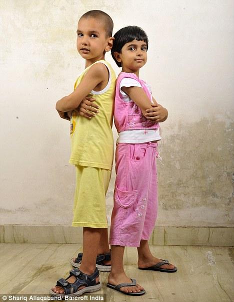 La historia del niño más alto de la India, Karan Singh Article-0-0B662EEC000005DC-451_468x602
