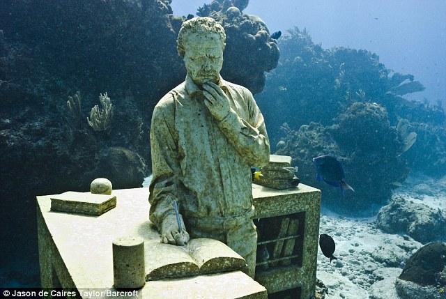 Podvodne skulpture - Page 3 Article-1319593-0B90A13D000005DC-955_640x429