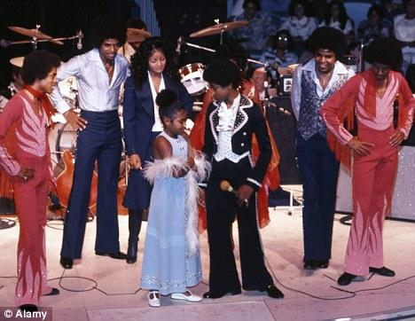 Raridades: Somente fotos RARAS de Michael Jackson. - Página 5 Article-1355045-0D1817F1000005DC-539_468x362