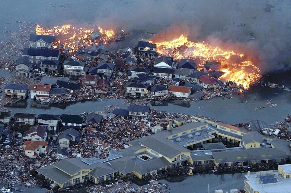 [Japon] Séisme de 9 avec tsunamis et incident nucléaire MAJEUR Article-0-0D9222BF000005DC-747_964x641