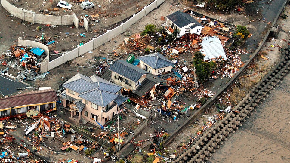 [Japon] Séisme de 9 avec tsunamis et incident nucléaire MAJEUR Article-0-0D925BCB000005DC-495_964x542