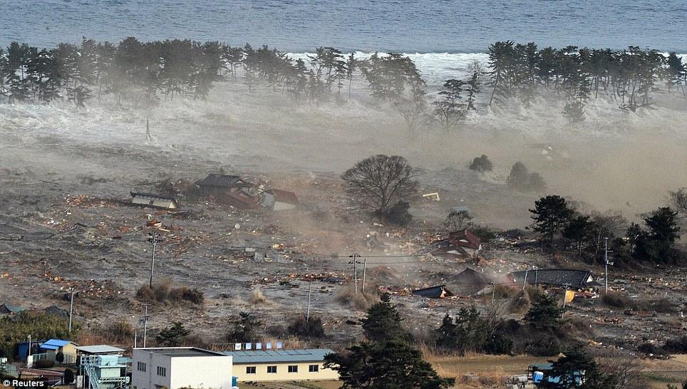 [Japon] Séisme de 9 avec tsunamis et incident nucléaire MAJEUR Article-0-0D92609B000005DC-214_964x546