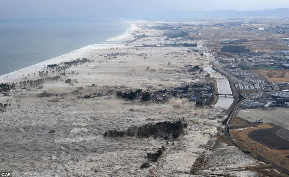 [Japon] Séisme de 9 avec tsunamis et incident nucléaire MAJEUR Article-1365318-0D925D90000005DC-780_964x593