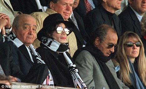Mohamed Al Fayed erige una statua in onore di Michael Article-1366884-0B34630E00000578-743_468x286