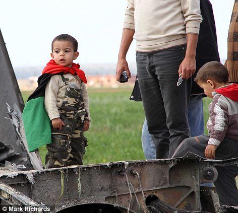سبب سقوط F-15E فوق ليبيا  Article-1368633-0B498E3100000578-107_472x423