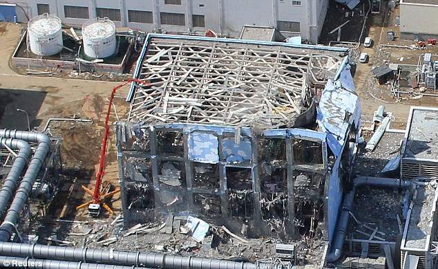 Japan nuclear body says radioactive water at Fukushima an 'emergency' Article-1371793-0B7008C500000578-391_634x389