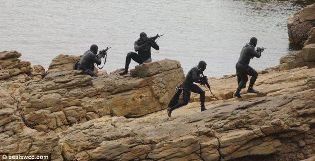SEAL TEAM 6 قوات النخبة للعمليات الخاصة  Article-1382815-0BE013F300000578-617_634x325