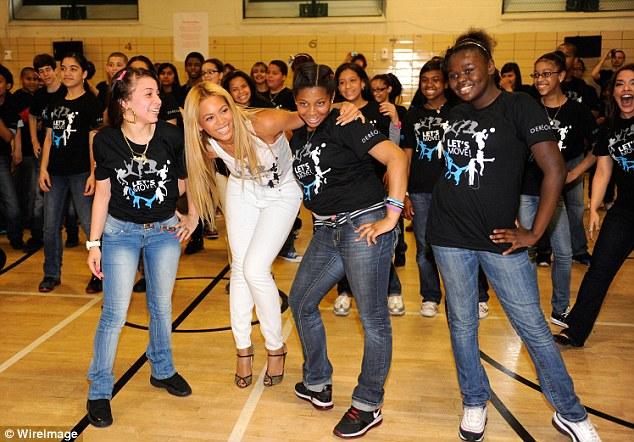 "Beyoncé >> ""Move Your Body"" [New Version ""Get Me Bodied""] VIDEO Pag 5 - Página 11 Article-1383326-0BE4DF2700000578-122_634x442"