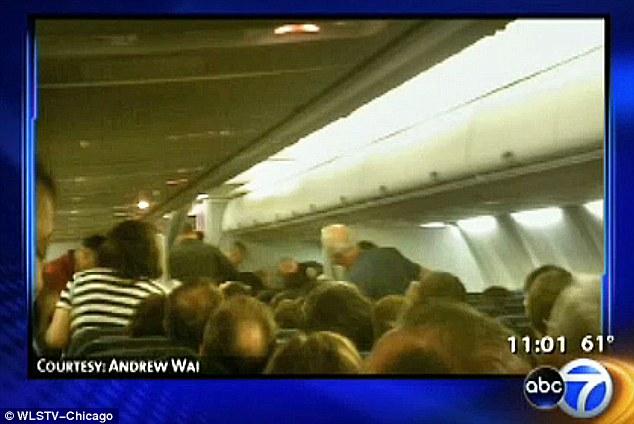 [Internacional] EUA revivem nervosismo pós 11/9 com 3 incidentes aéreos em pleno voo  Article-1385083-0BFA4E1F00000578-862_634x424
