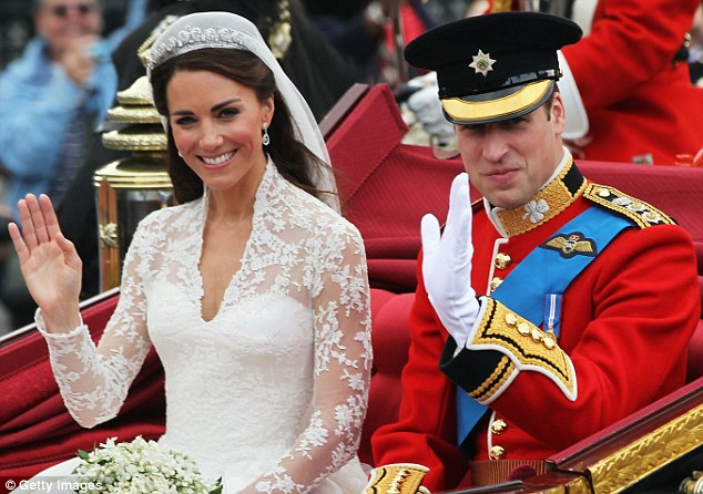 CONGRATULATIONS TO WILLS AND KATE Article-1386898-0BD4826300000578-296_634x446