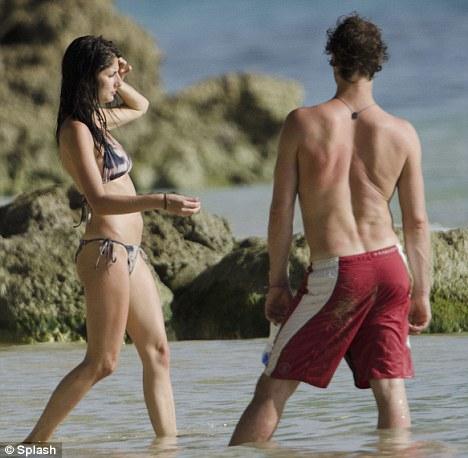 Howard & girlfriend- Barbados 04.08.11 Article-2022244-0D49604500000578-63_468x458