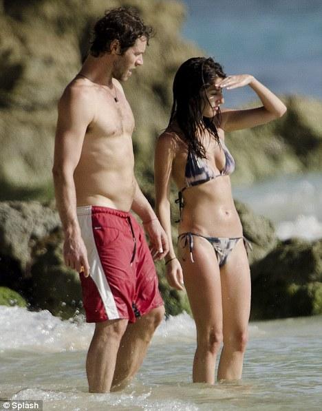Howard & girlfriend- Barbados 04.08.11 Article-2022244-0D49607900000578-709_468x597