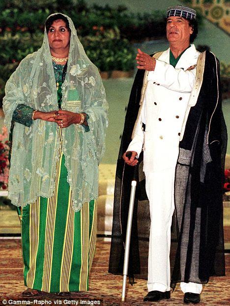 صور نادرة عن عائلة القذافى تنشر لاول مرة (( خاص امواج )) Article-2031460-0D8B36D900000578-145_468x622