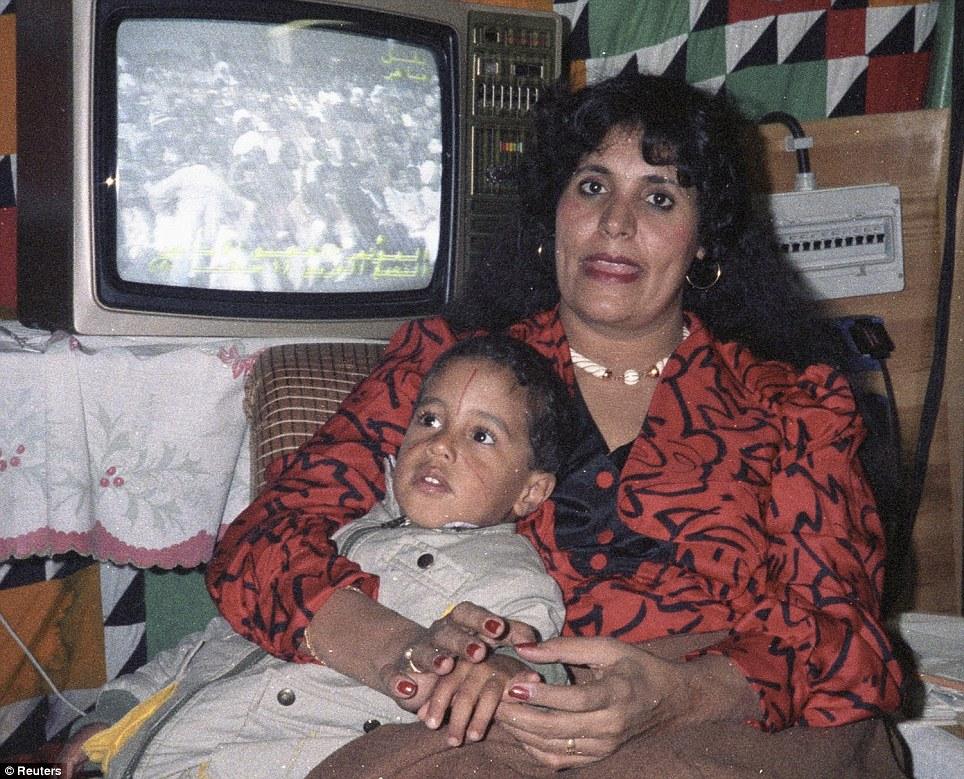 صور نادرة عن عائلة القذافى تنشر لاول مرة (( خاص امواج )) Article-2031555-0D9FF84300000578-758_964x779