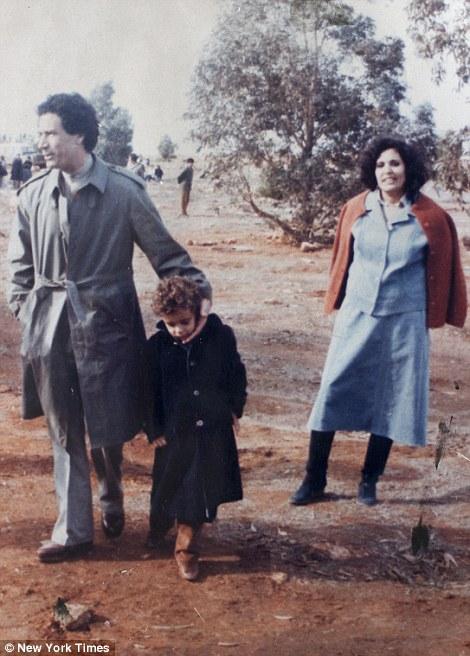 صور نادرة عن عائلة القذافى تنشر لاول مرة (( خاص امواج )) Article-2031555-0DA00C8800000578-269_470x656