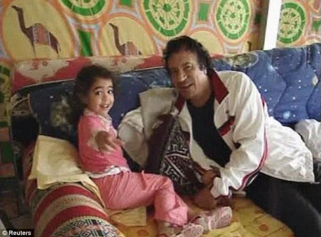 صور نادرة عن عائلة القذافى تنشر لاول مرة (( خاص امواج )) Article-0-0DC13D1E00000578-706_634x468