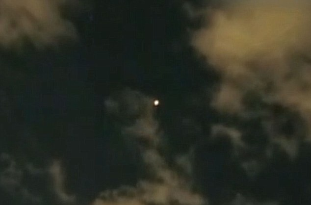 2011: le 14/09 à 22h00 - Lumière étrange dans le ciel  - plestin les grèves (22)  Article-2037668-0DE8BE3300000578-793_634x418