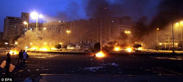 بالصور // The events of Tahrir Square on 19.20, 21, 22.23, 24 November أحداث ميدان التحرير يوم  19، 20 ، 21 ، 22 ، 23 ،24نوفمبر Article-2063825-0EE01E0800000578-596_634x286