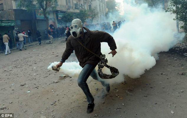 بالصور // The events of Tahrir Square on 19.20, 21, 22.23, 24 November أحداث ميدان التحرير يوم  19، 20 ، 21 ، 22 ، 23 ،24نوفمبر Article-2063825-0EE0306200000578-819_634x400