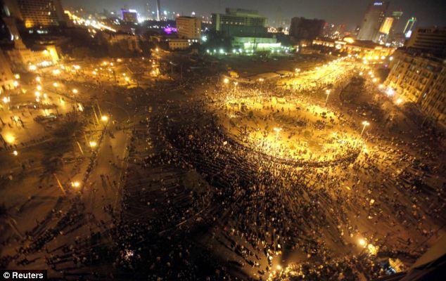 بالصور // The events of Tahrir Square on 19.20, 21, 22.23, 24 November أحداث ميدان التحرير يوم  19، 20 ، 21 ، 22 ، 23 ،24نوفمبر Article-2063825-0EE0E25000000578-646_634x400