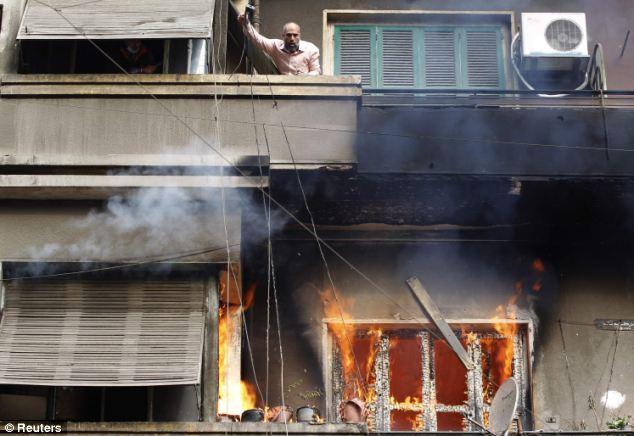 بالصور // The events of Tahrir Square on 19.20, 21, 22.23, 24 November أحداث ميدان التحرير يوم  19، 20 ، 21 ، 22 ، 23 ،24نوفمبر Article-2063825-0EE24D9A00000578-81_634x436