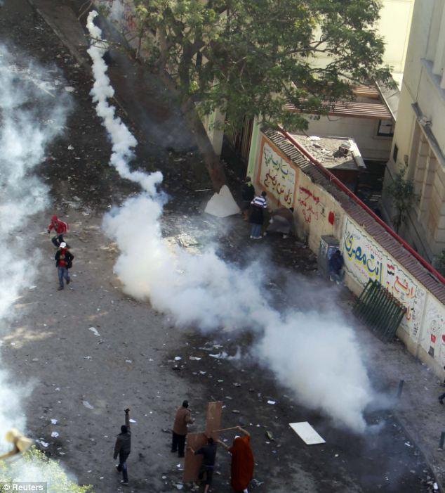 بالصور // The events of Tahrir Square on 19.20, 21, 22.23, 24 November أحداث ميدان التحرير يوم  19، 20 ، 21 ، 22 ، 23 ،24نوفمبر Article-2063825-0EE3288A00000578-731_634x701
