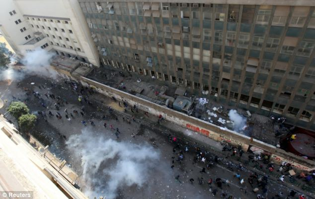بالصور // The events of Tahrir Square on 19.20, 21, 22.23, 24 November أحداث ميدان التحرير يوم  19، 20 ، 21 ، 22 ، 23 ،24نوفمبر Article-2063825-0EE3319600000578-768_634x400