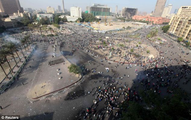 بالصور // The events of Tahrir Square on 19.20, 21, 22.23, 24 November أحداث ميدان التحرير يوم  19، 20 ، 21 ، 22 ، 23 ،24نوفمبر Article-2063825-0EE333CD00000578-630_634x400