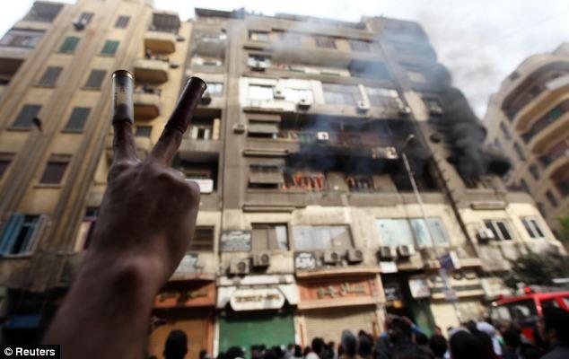 بالصور // The events of Tahrir Square on 19.20, 21, 22.23, 24 November أحداث ميدان التحرير يوم  19، 20 ، 21 ، 22 ، 23 ،24نوفمبر Article-2063825-0EE33D4D00000578-177_634x400