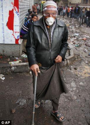 بالصور // The events of Tahrir Square on 19.20, 21, 22.23, 24 November أحداث ميدان التحرير يوم  19، 20 ، 21 ، 22 ، 23 ،24نوفمبر Article-2063825-0EE4538500000578-424_306x423