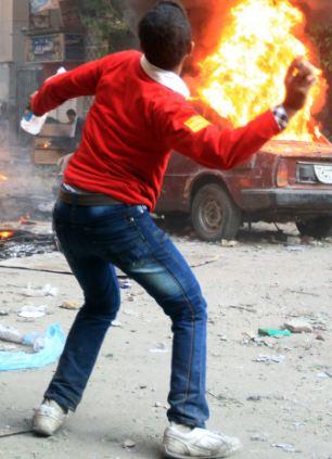 بالصور // The events of Tahrir Square on 19.20, 21, 22.23, 24 November أحداث ميدان التحرير يوم  19، 20 ، 21 ، 22 ، 23 ،24نوفمبر Article-2063825-0EE4554000000578-949_306x423