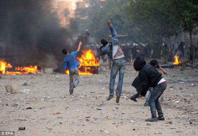 بالصور // The events of Tahrir Square on 19.20, 21, 22.23, 24 November أحداث ميدان التحرير يوم  19، 20 ، 21 ، 22 ، 23 ،24نوفمبر Article-2064674-0EE4590100000578-835_634x435