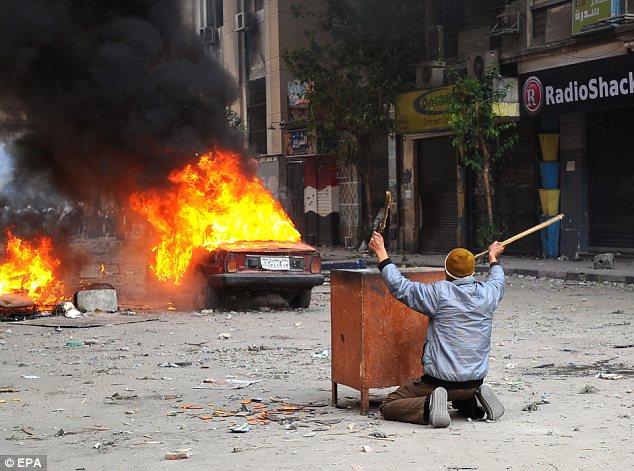 بالصور // The events of Tahrir Square on 19.20, 21, 22.23, 24 November أحداث ميدان التحرير يوم  19، 20 ، 21 ، 22 ، 23 ،24نوفمبر Article-2064674-0EE4627100000578-702_634x471