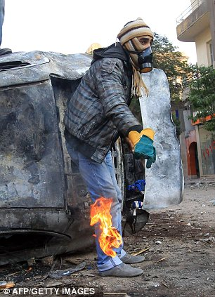 بالصور // The events of Tahrir Square on 19.20, 21, 22.23, 24 November أحداث ميدان التحرير يوم  19، 20 ، 21 ، 22 ، 23 ،24نوفمبر Article-2064674-0EE469A500000578-340_306x423