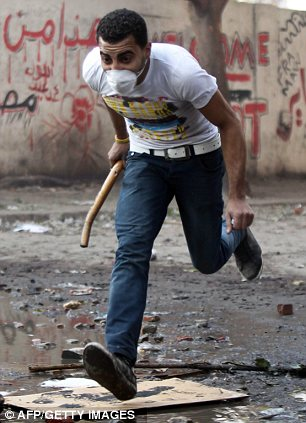 بالصور // The events of Tahrir Square on 19.20, 21, 22.23, 24 November أحداث ميدان التحرير يوم  19، 20 ، 21 ، 22 ، 23 ،24نوفمبر Article-2064674-0EE47E7B00000578-431_306x423