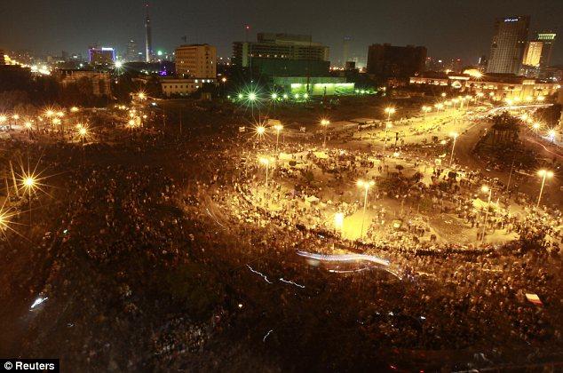 بالصور // The events of Tahrir Square on 19.20, 21, 22.23, 24 November أحداث ميدان التحرير يوم  19، 20 ، 21 ، 22 ، 23 ،24نوفمبر Article-2064674-0EE47FF400000578-843_634x420