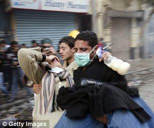 بالصور // The events of Tahrir Square on 19.20, 21, 22.23, 24 November أحداث ميدان التحرير يوم  19، 20 ، 21 ، 22 ، 23 ،24نوفمبر Article-2064674-0EE5E23400000578-430_306x254
