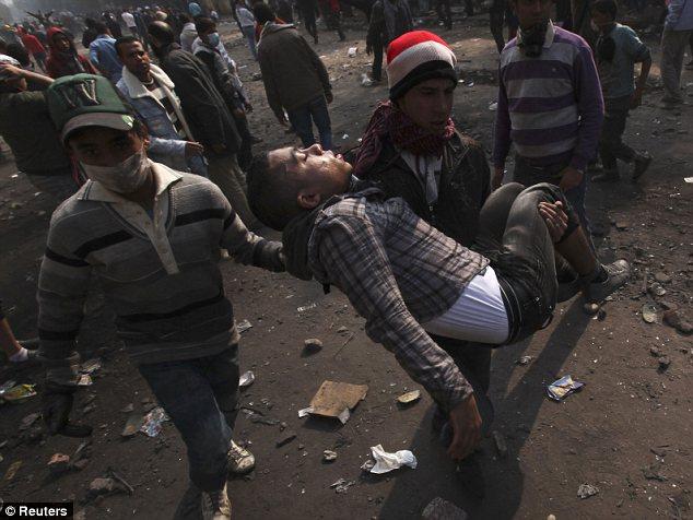 بالصور // The events of Tahrir Square on 19.20, 21, 22.23, 24 November أحداث ميدان التحرير يوم  19، 20 ، 21 ، 22 ، 23 ،24نوفمبر Article-2064674-0EE6A78C00000578-870_634x476