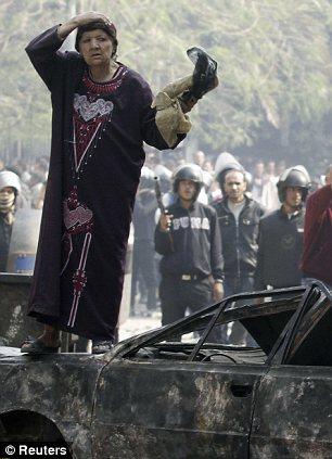 بالصور // The events of Tahrir Square on 19.20, 21, 22.23, 24 November أحداث ميدان التحرير يوم  19، 20 ، 21 ، 22 ، 23 ،24نوفمبر Article-2064674-0EE6FC3000000578-658_306x423