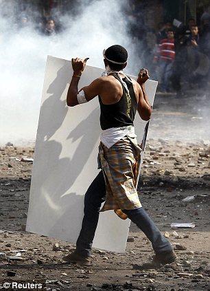 بالصور // The events of Tahrir Square on 19.20, 21, 22.23, 24 November أحداث ميدان التحرير يوم  19، 20 ، 21 ، 22 ، 23 ،24نوفمبر Article-2064674-0EE701B300000578-134_306x423